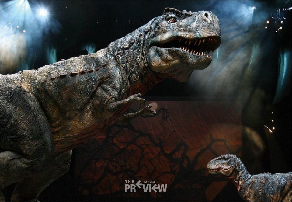 Walking with dinosaurs the experience 장면(사진_Walking with dinosaurs the experience 브로셔)